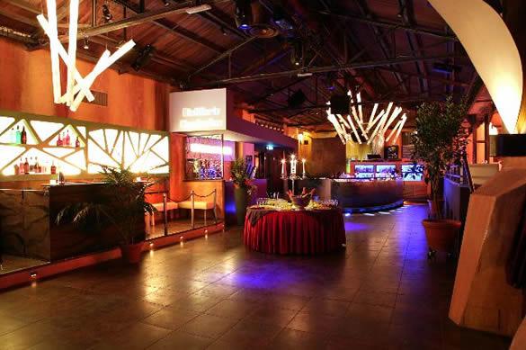Distillerie clandestine le notti di roma for Arredamento club prive